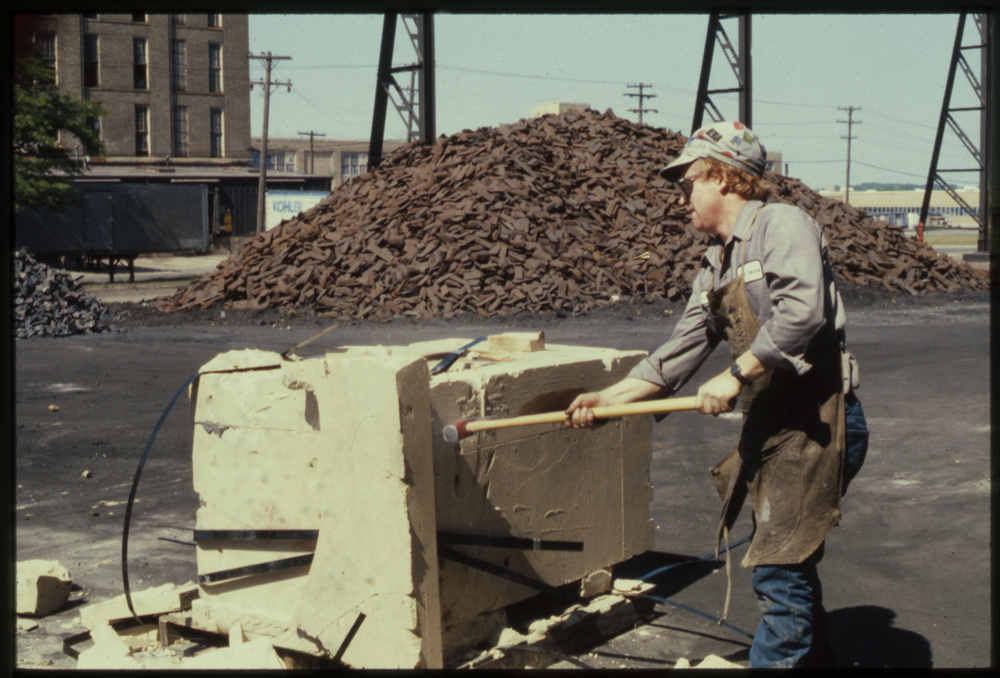 Breaking open the bonded sand mold for the Hippo, 1988